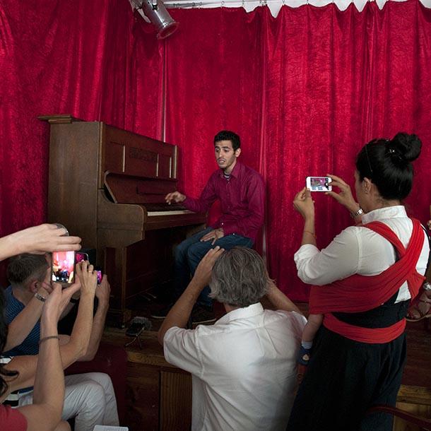 Aeham Ahmad, Pianist, Foto: Emilio Esbardo