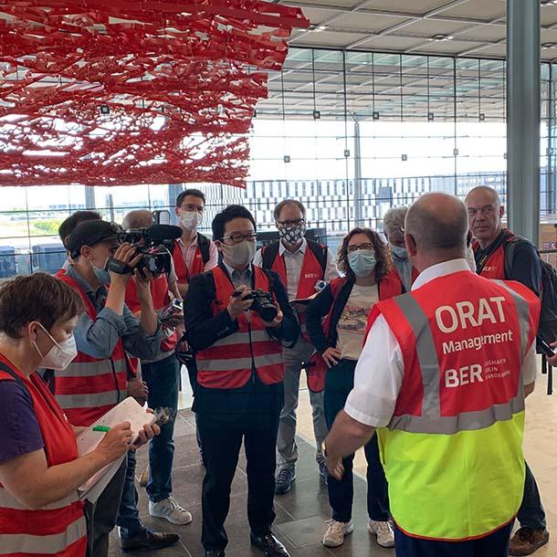 VAP beim Presserundgang auf dem Flughafen BER 2020