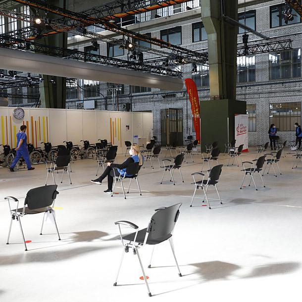 Eröffnung 6. Impfzentrum im ehemaligen Flughafen Tempelhof (Berlin) am 8. März 2021, Foto: Michele Tantussi